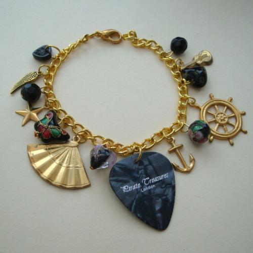 CCB018 Black & gold plectrum charm bracelet