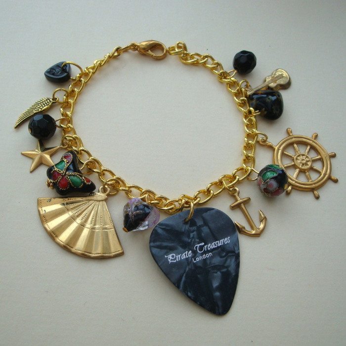 Black & gold plectrum  and beads charm bracelet CCB018