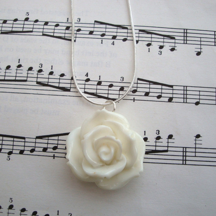 White rose necklace on silver snake chain CN048