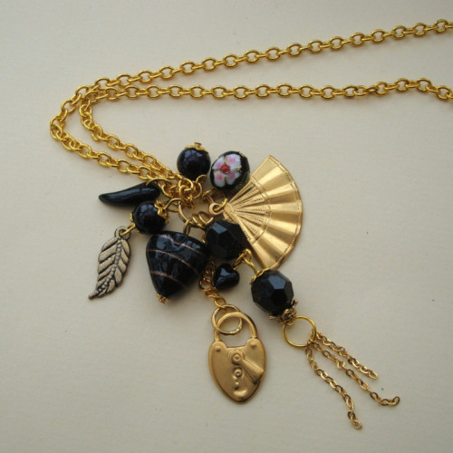 CN025 Black & gold long cluster charm necklace