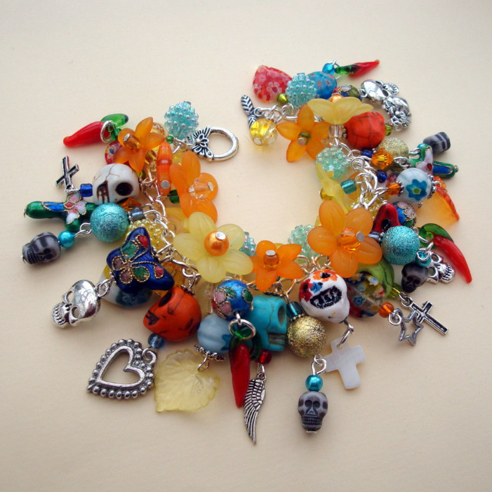Day of the Dead charm bracelet with skulls, crosses and chilli peppers CCB052