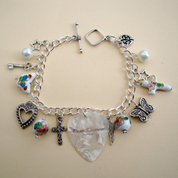 White plectrum and beads charm bracelet CCB031