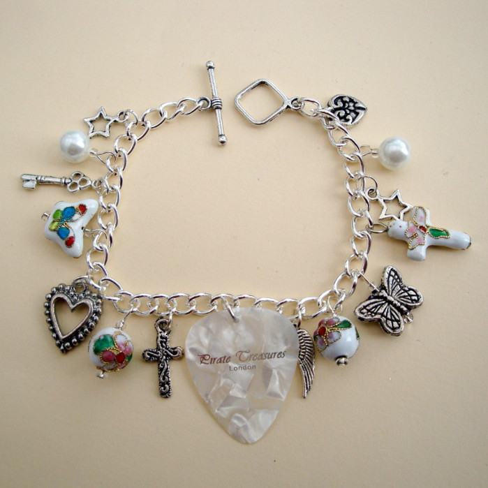 White plectrum and beads charm bracelet CCB031