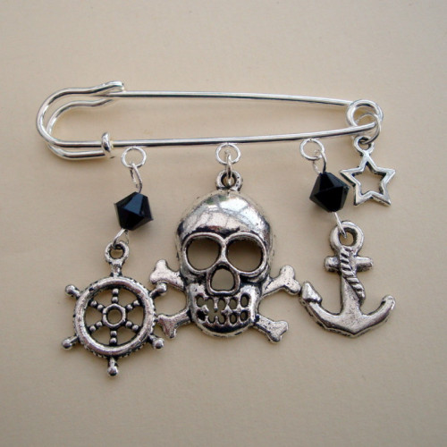 PKP014 Silver & black Pirate kilt pin brooch