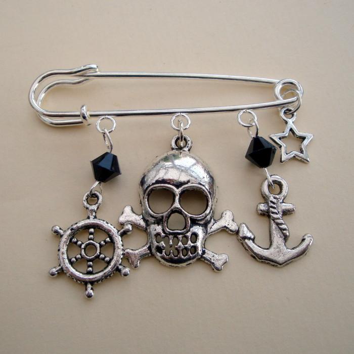 PKP014 Silver & black Pirate kilt pin brooch