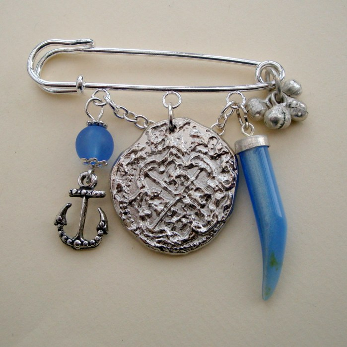 PKP008 Coin & blue tusk pirate kilt pin brooch