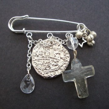PKP006 Coin & cross pirate kilt pin brooch