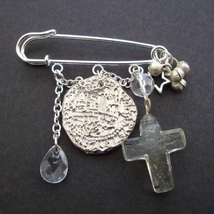 PKP006 Coin & cross pirate kilt pin brooch