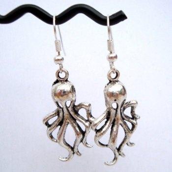 Octopus charm earrings in silver VE035