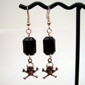 PE032 Skull & Crossbones and gem pirate earrings