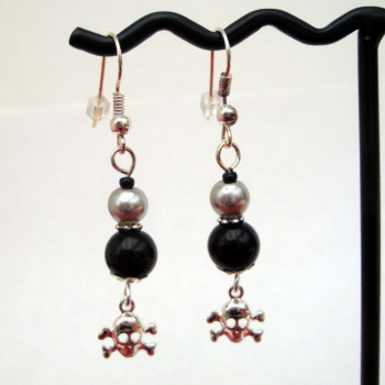 PE031 Black & silver pearl pirate earrings