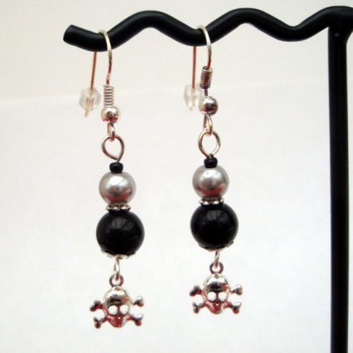 PE031 Black & silver pearl pirate earrings