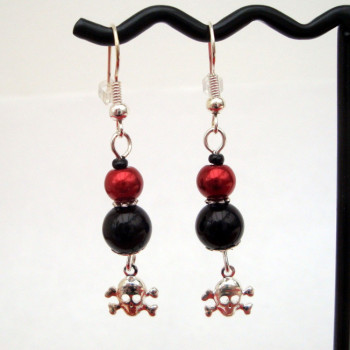 PE030 Black & red pearl pirate earrings