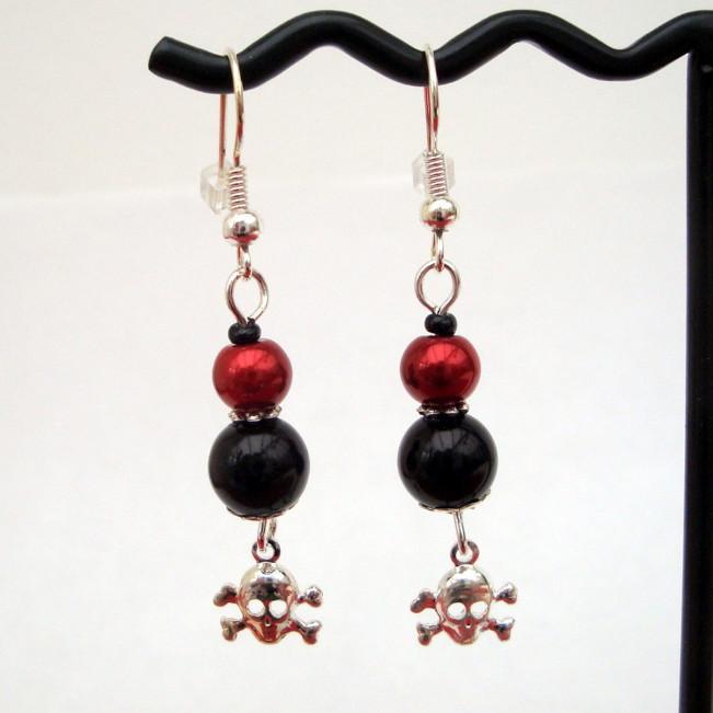 PE030 Black & red pearl pirate earrings