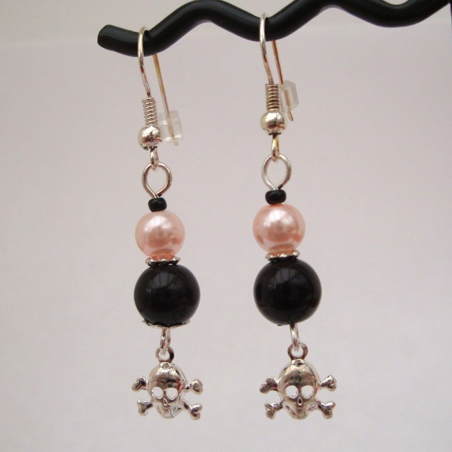 PE027 Black & pink pearl pirate earrings