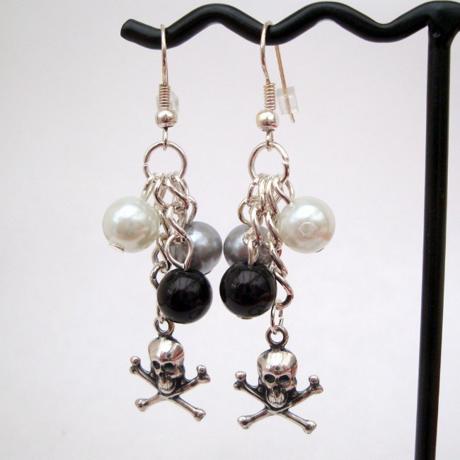 Pirate skull & crossbones & pearl earrings PE024