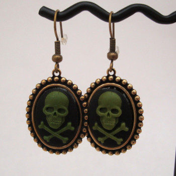 Green skull & crossbones cameo earrings PE018
