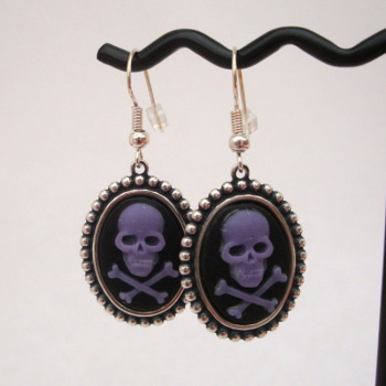 Purple skull & crossbones cameo earrings PE016