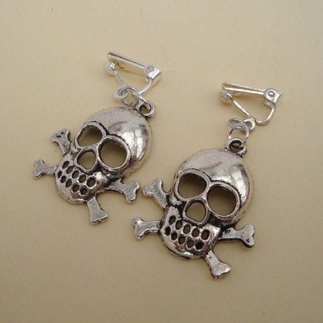 Silver skull & crossbones clip-on earrings PE002