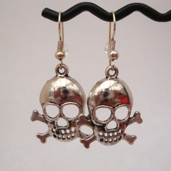 Silver skull & crossbones earrings PE001