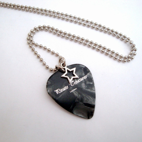 Plectrum necklace on ball chain MN022