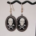 pe014 pirate cameo earrings pic2