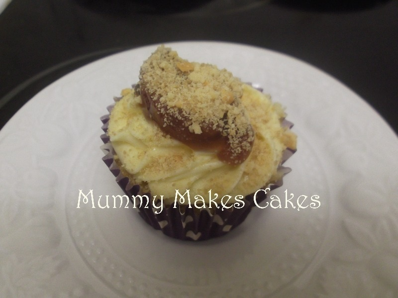 apple & blackcurrent crumble cupcake