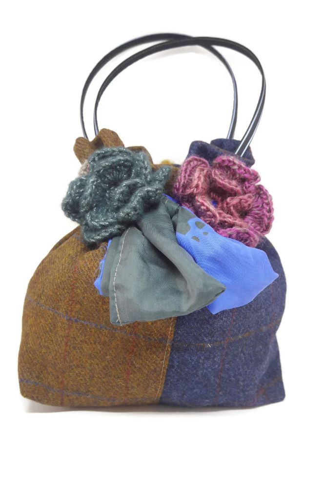 Tweed Queen Pouch Bags