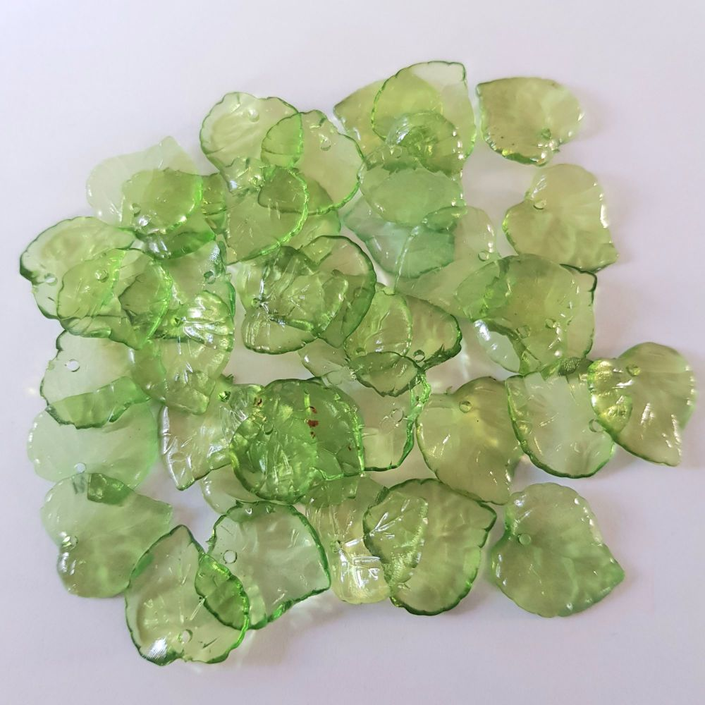 Leaves 'Lucite' 50 Transparent Acrylic 'Lucite' Beads, green 15mm