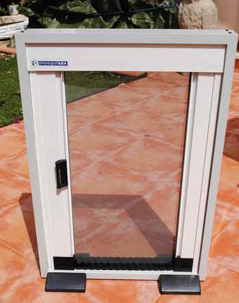 new insect door fuly closed