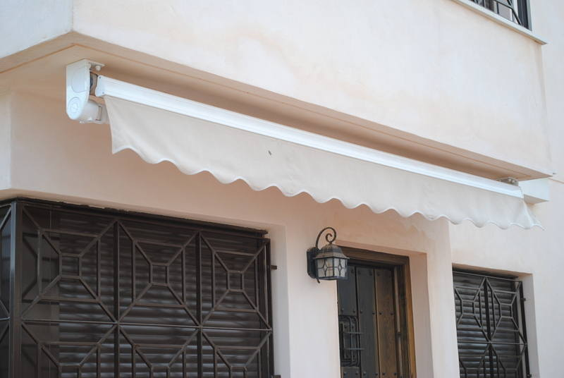 roller awning