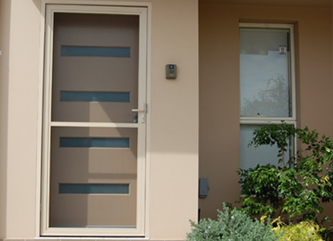 hinged-flyscreen-door