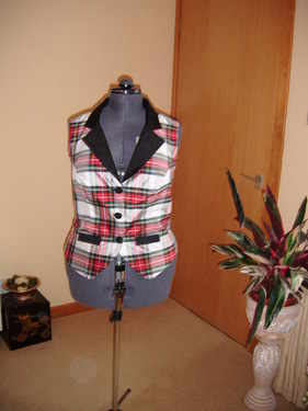 summer collared sleeveless top check