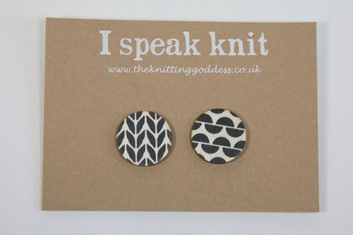 Stocking and Garter stitch brooches