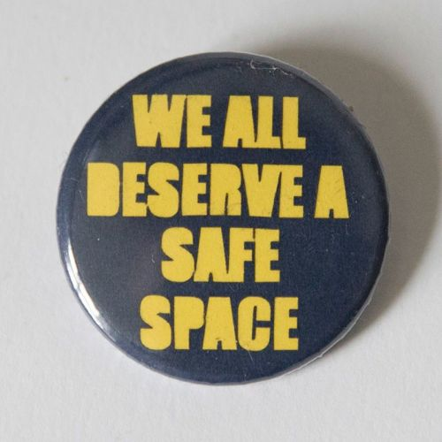 <!-- 010 -->Single Badge - SAFE SPACE