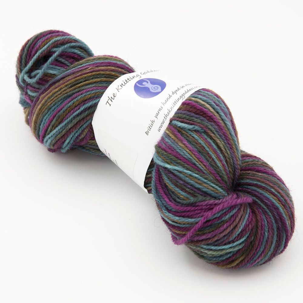 shaded-rainbow-white-faced-woodland-hard-wearing-dk-sock-yarn-British-hand-