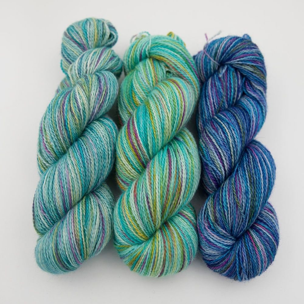 green turquoise blue rainbow splodge yarn blue faced leicester silk alpaca