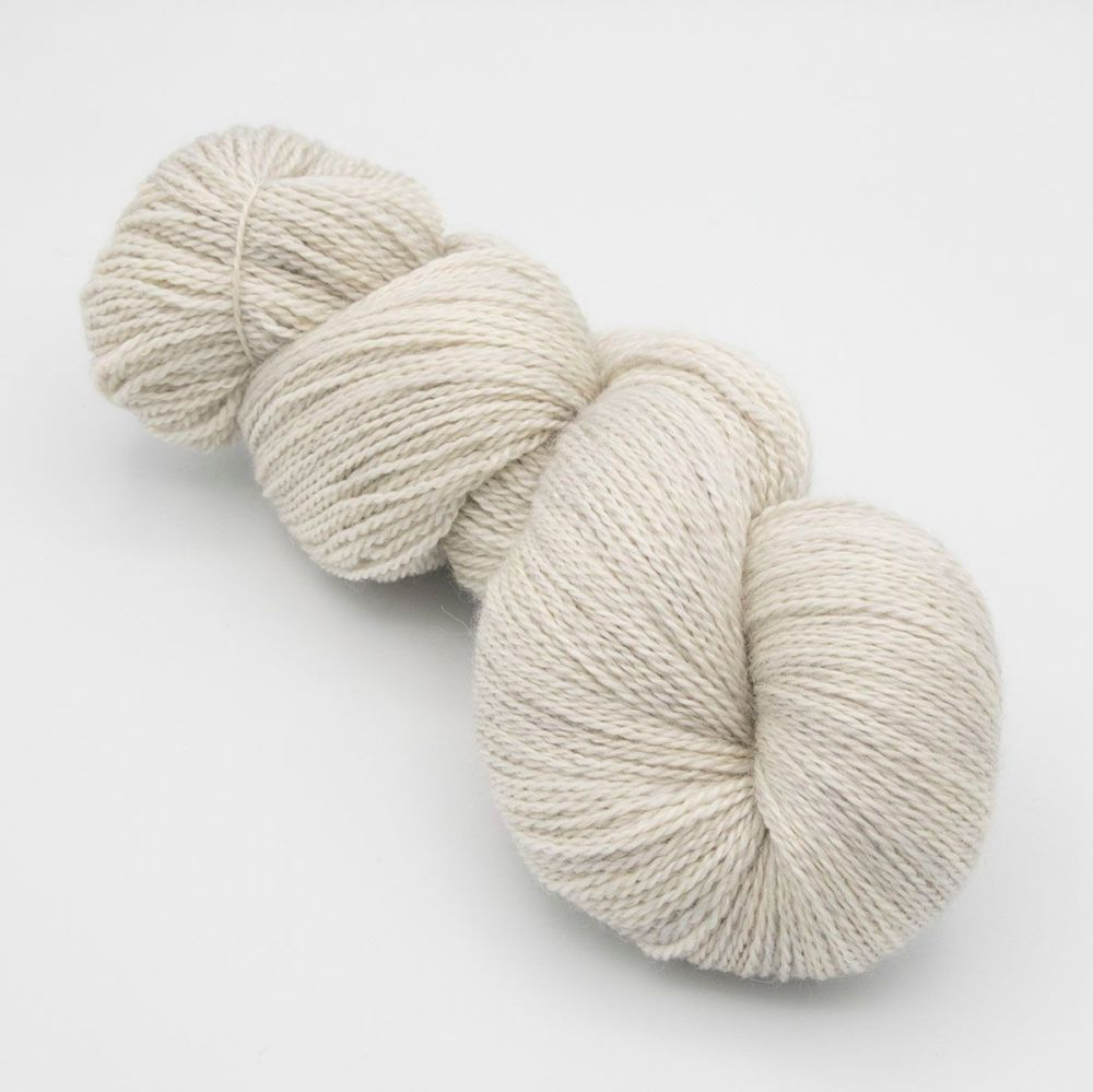 <!-- 002 -->4ply BFL, silk and alpaca - Pearl