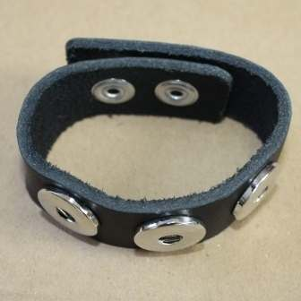 zA black leather bracelet for poppers