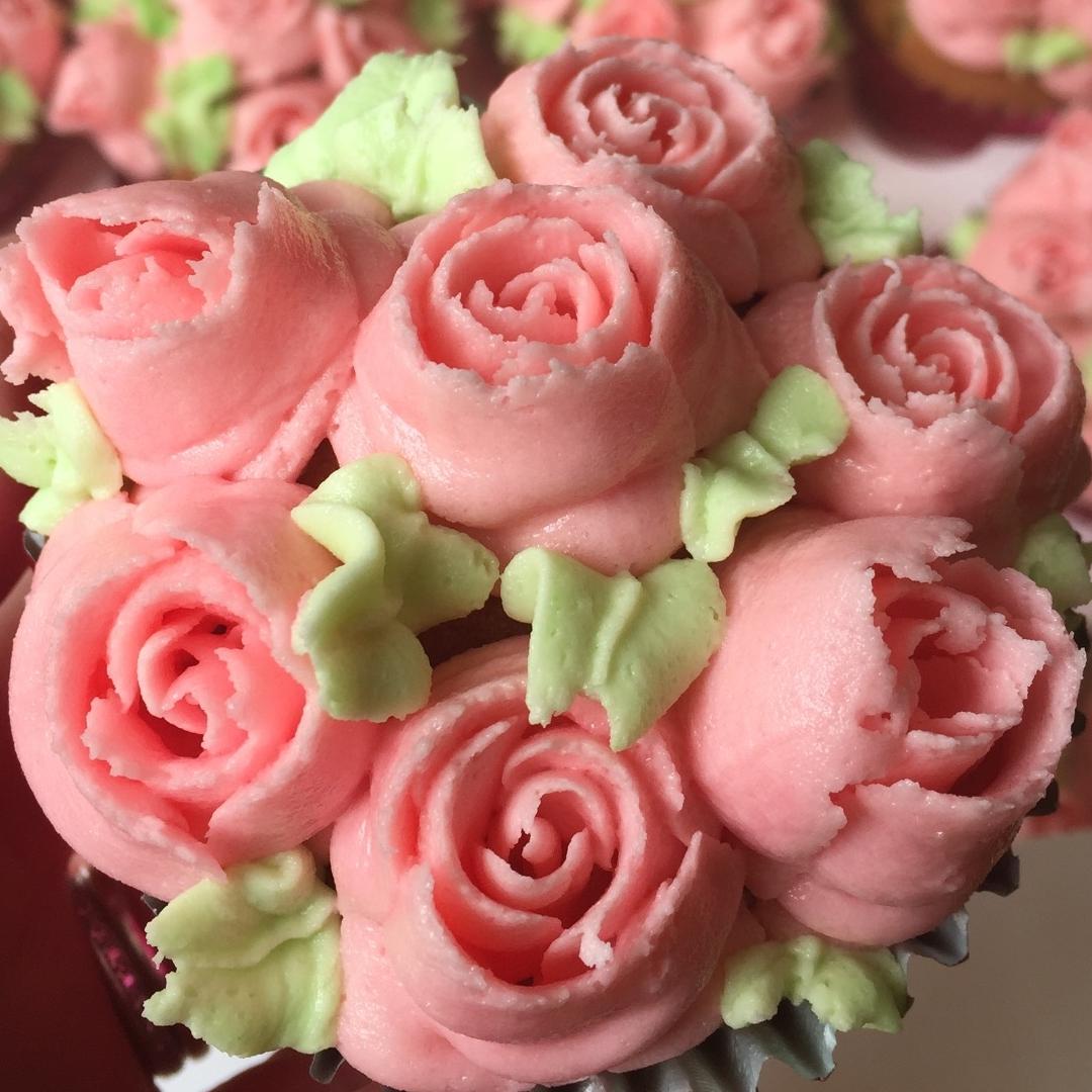 Rosebuds Cupcake