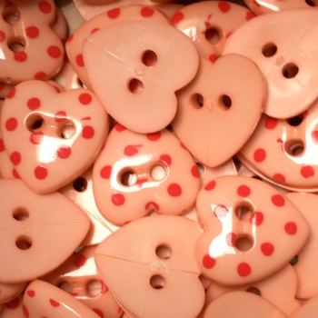 Pack of 10 - 15mm Polka Dot Heart Button - Peach/Red Dot