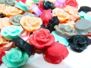 SALE 10 x 15mm Glitter Rose Resins - Mixed