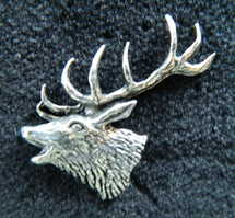 Roaring red stag pewter pin badge