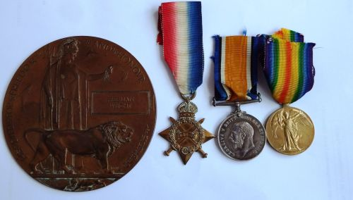 1914/15 Trio and Plaque to 12/1295 Pte F Wright E York R / Hull Pals Sports