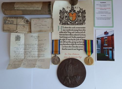 WW1 Pair Plaque and Scroll to 37506 Pte E Robinson Y & L R / Cross Roads Ce