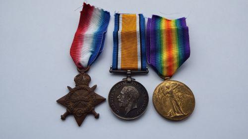 1914/15 Trio to 18318 Cpl A Haynes E York R / La Clytte Military Cemetery