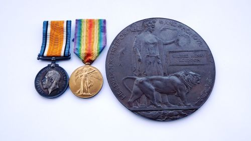 Pair and Memorial Plaque to 35965 Pte W H Robinson Notts and Derby R