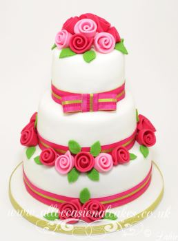 hot pink and light pink roses wedding cake