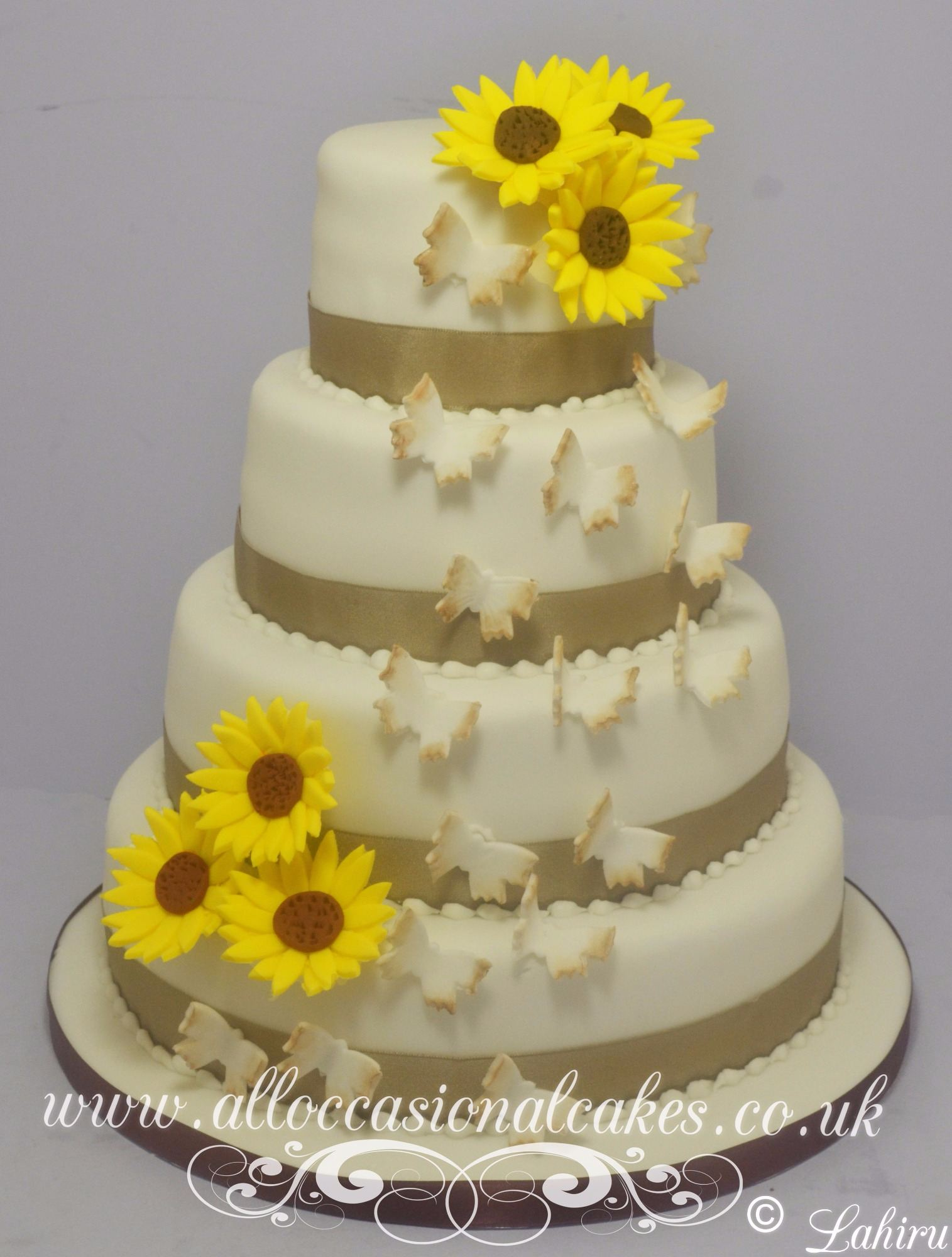 Sunflawers & Butterflys wedding cake