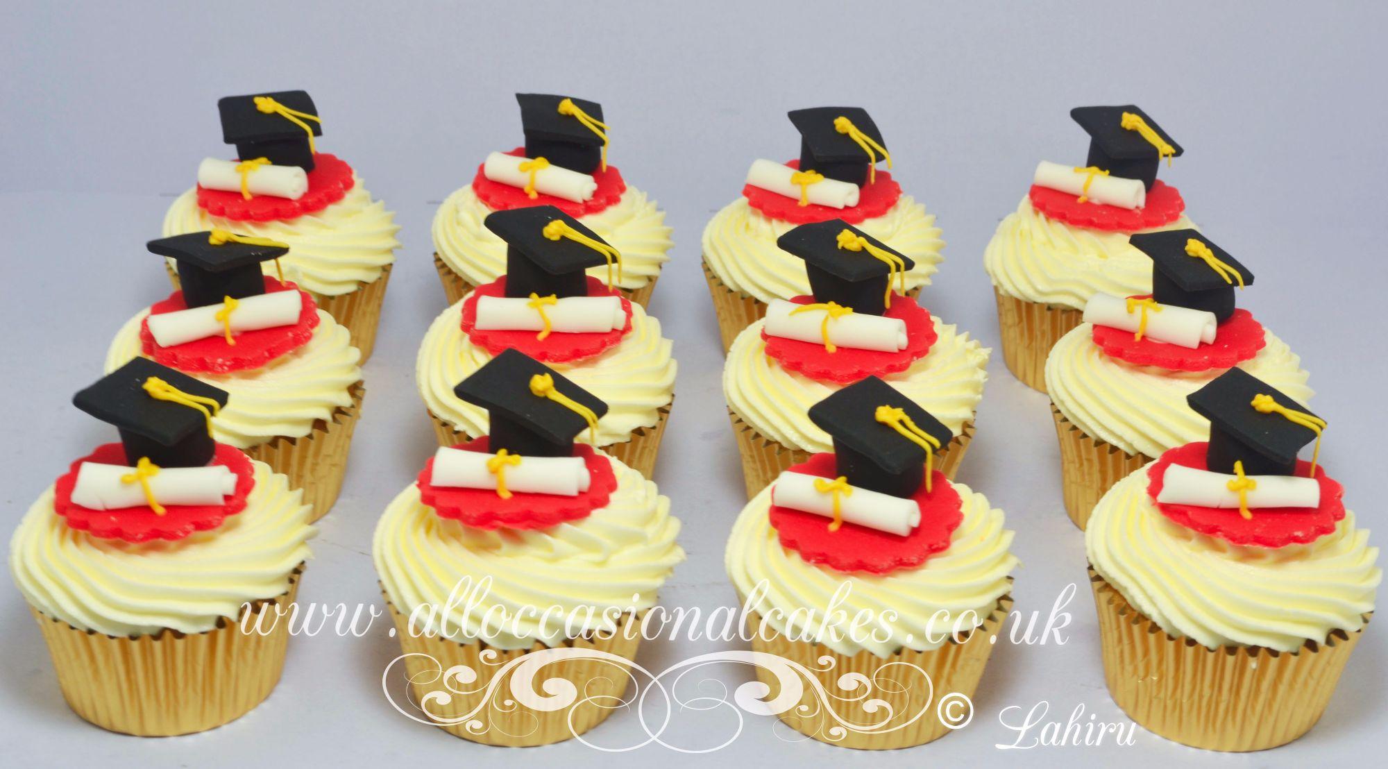graduation cup cake